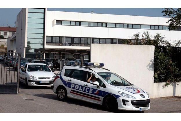 Une voiture de police quitte les locaux de la BAC de Marseille, le 5 octobre dernier.