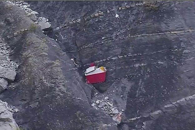 Un bout de la carlingue de l'Airbus affrété par Germanwings.