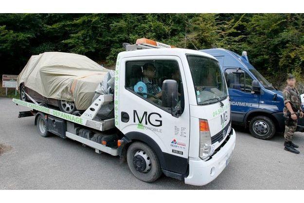 Le véhicule de la famille britannique, retiré de la scène de crime.