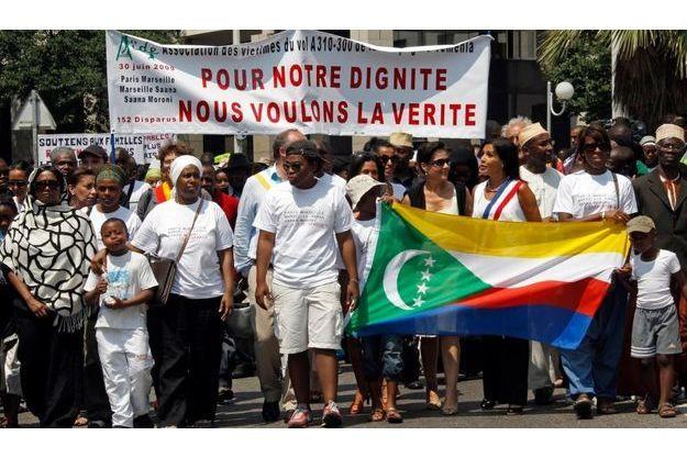Les proches des victimes de l'A310 ont défilé à Marseille.