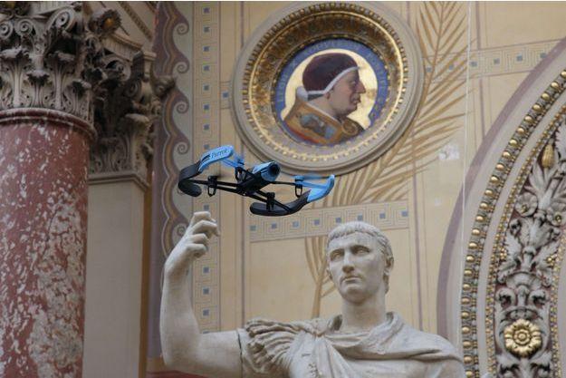 Présentation d'un drone Parrot à Paris, en novembre 2014.