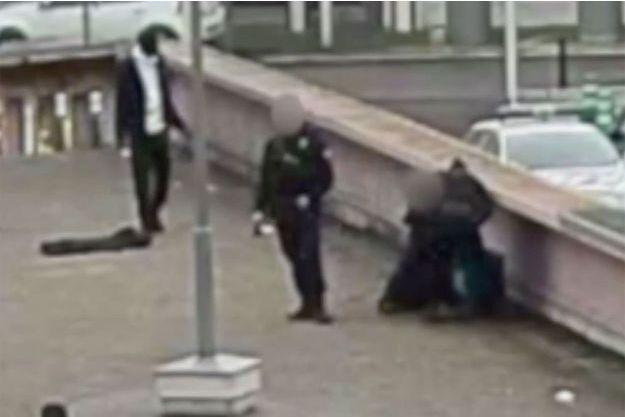L'arrestation de Théo, le 2 février 2017 sur l'image de vidéosurveillance.