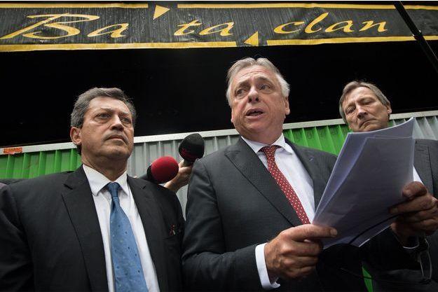 Les parlementaires devant le Bataclan