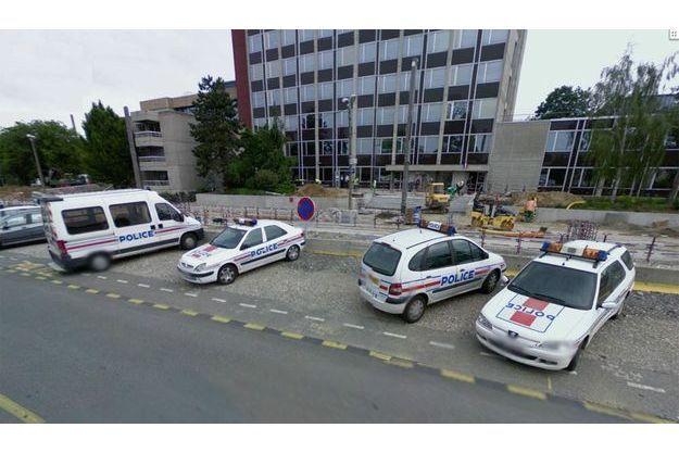 Sept policiers ont été interpellées pour corruption présumée mardi matin après une vaste opération judiciaire menée près de Lyon, à Vénissieux.