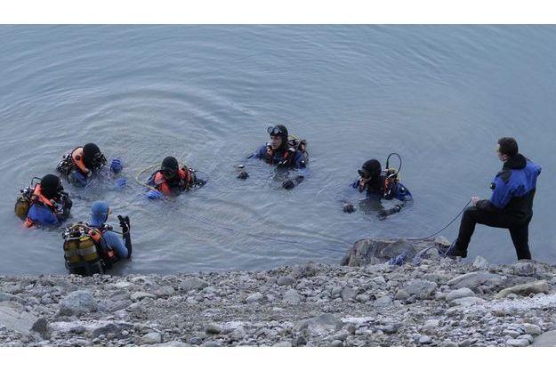 Les gendarmes ont retrouvé deux corps gelés à l'intérieur d'une voiture dans le lac artificiel du Sautet.