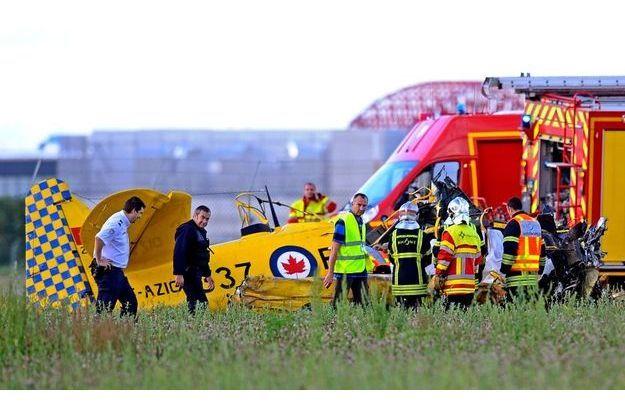 Le North American T-6 de Pierre-André Martel, crashé dans un champ à l'aéroport de Lyon-Bron.