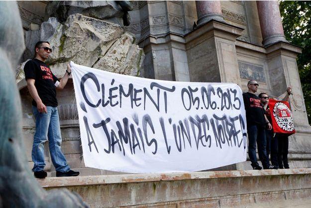 Des proches et camarades de Clément Méric se sont rassemblés jeudi soir, place Saint-Michel à Paris.