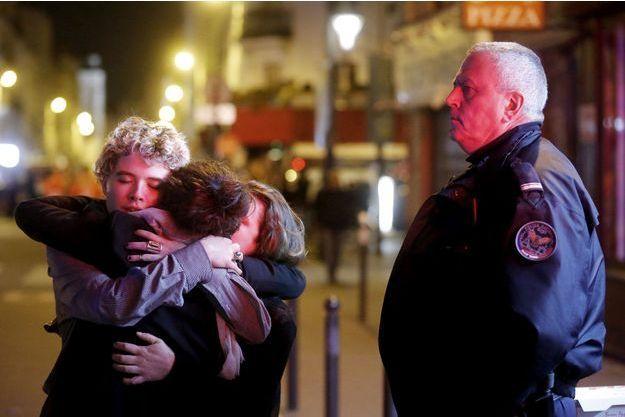 Près du Bataclan, au lendemain des attaques terroristes qui ont fait 130 morts et plus de 350 blessés.