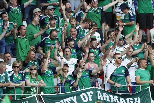 Des supporters de l'équipe d'Irlande du Nord samedi lors du match face à la Pologne, à Nice.