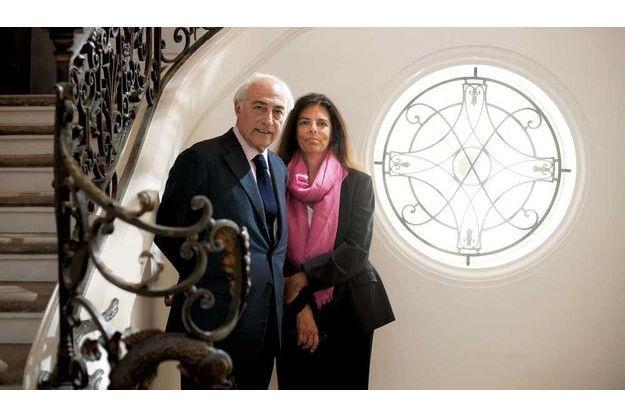 Paris, le 25 août. Françoise Bettencourt et Jean-Pierre Meyers sont mariés depuis vingt-six ans. Un mariage  d'amour, entre une jeune fille élevée chez les sœurs et un petit-fils de rabbin.