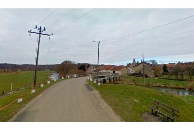 Le village de Harréville-les-Chanteurs est traversé par la Meuse