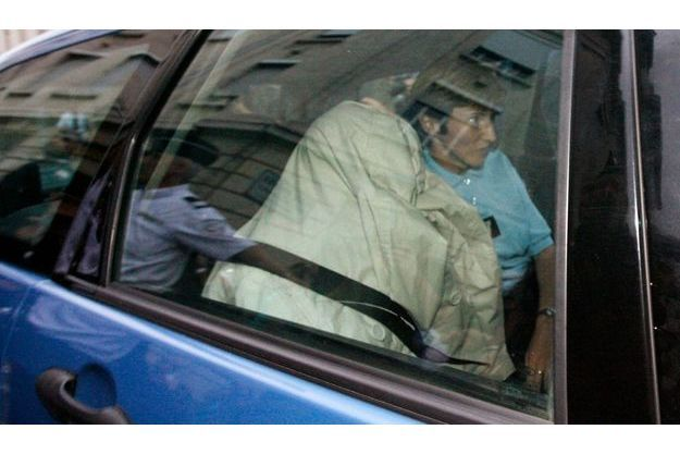 Véronique Courjault sort du tribunal pour regagner la maison d'arrêt d'orléans