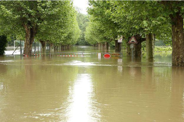 Grez-sur-Loing (Seine-et-Marne) sous les eaux (image d'illustration).