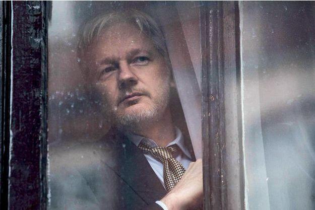 Julian Assange, à Londres, le 16 février 2016. Le fondateur de WikiLeaks a publié 20 000 e-mails révélant la partialité du Parti démocrate en faveur de Hillary Clinton dans la course à la primaire.
