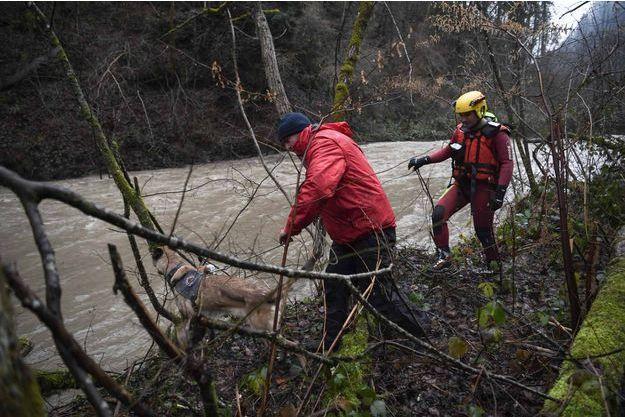 Une opération de sauvetage est en cours pour retrouver le sapeur-pompier porté disparu.