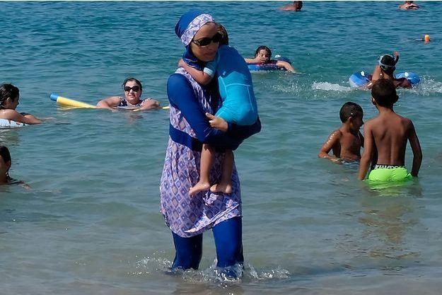 Une femme en burkini à Marseille.