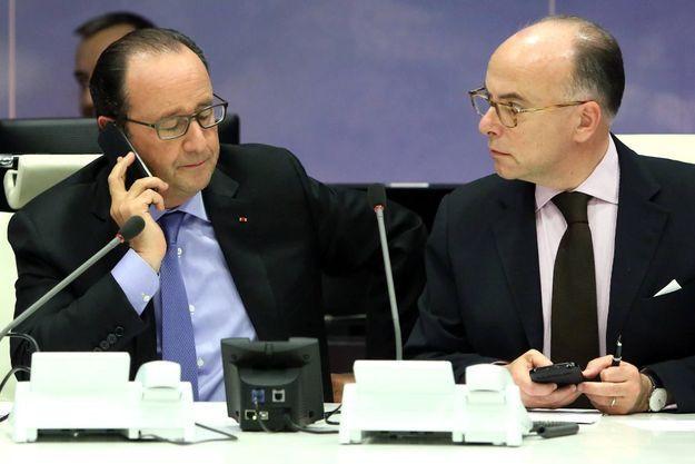 François Hollande et Bernard Cazeneuve lors du Conseil de défense