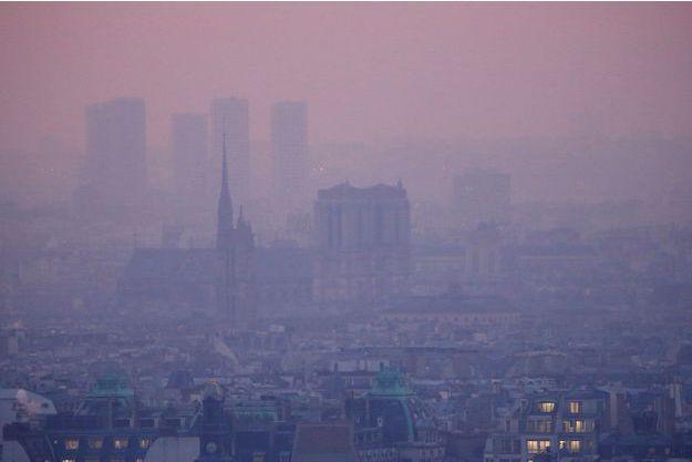 Aperçu de la cathédrale Notre Dame dans un Paris pollué, le 9 décembre.