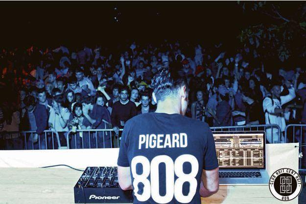 Alexandre, DJ à la Fête de la musique 2014, à Caen, avec son collectif le Club 808.