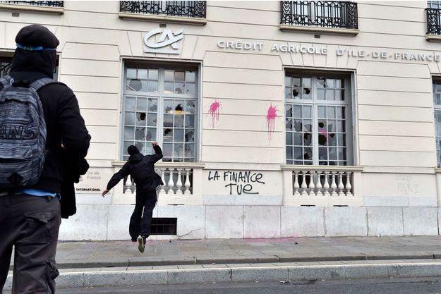 Les autorités redoutent de nouveaux actes de vandalisme, comme ici à Paris, le 14 juin dernier
