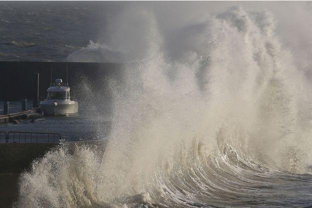 La tempête Carmen a provoqué de violentes vagues, ici à Pornic.