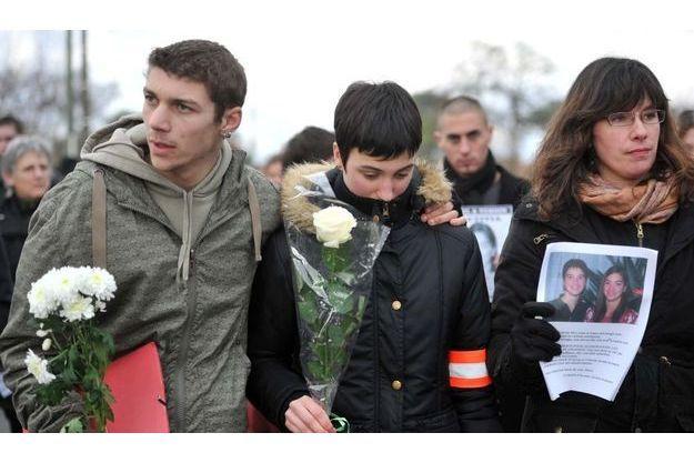 Jessica, entourée de ses proches lors d'une marche blanche pour Laëtitia, le 24 janvier dernier.