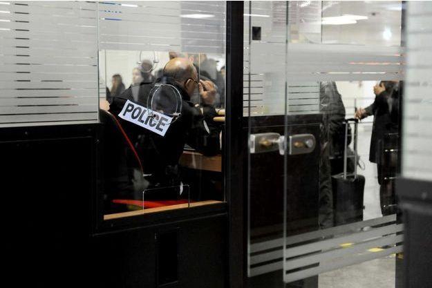 Les trois hommes étaient attendus à l'aéroport de Paris-Orly. Ils sont en réalité arrivés à Marseille.