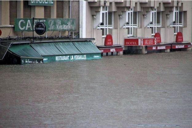 A Lourdes, les hôtels et restaurants  du boulevard du Paradis, déjà très touchés  par les inondations d'octobre dernier.