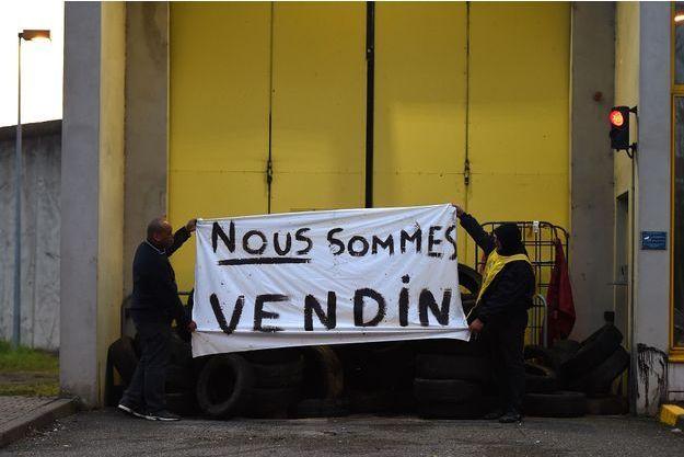 """""""Nous sommes Vendin"""" est l'un des nombreux slogans lus aujourd'hui sur les façades des centres pénitentiaires."""