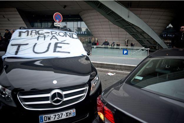 Manifestation des VTC à la Porte Maillot, à Paris.