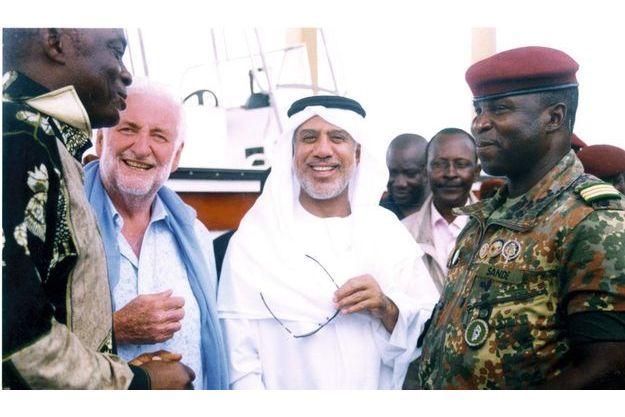 Loïk Le Floch-Prigent lors d'un voyage en Afrique avec  le riche Emirati Abbas Al-Yousef. Mounira AwAa et Mamadou Keita, les faux héritiers de l'ex-président  ivoirien Gueï, au cœur de l'arnaque «à la nigériane».
