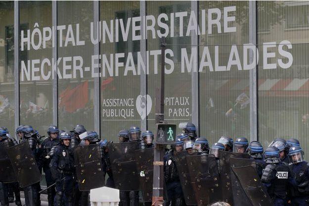 L'Hôpital Necker a été attaqué à certains endroits mardi lors de la manifestation contre la Loi Travail