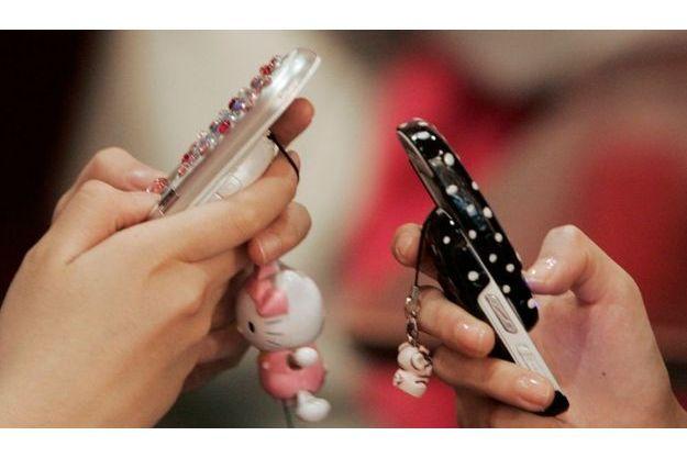 Seuls 21% des des collégiens et des lycéens disent s'être fait confisquer leur téléphone par un adulte de l'établissement scolaire.