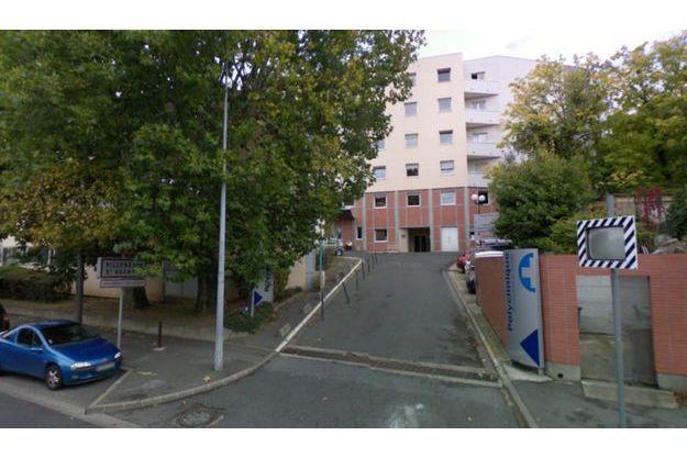 Une des entrées du centre hospitalier de Villeneuve-Saint-Georges.