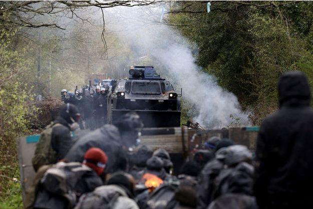 Les affrontements se sont durcis sur les lieux de la ZAD de Notre-Dame-des-Landes.
