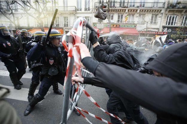 341 personnes ont été arrêtées dimanche après les heurts qui ont éclaté place de la République à Paris, en marge de la Cop21.