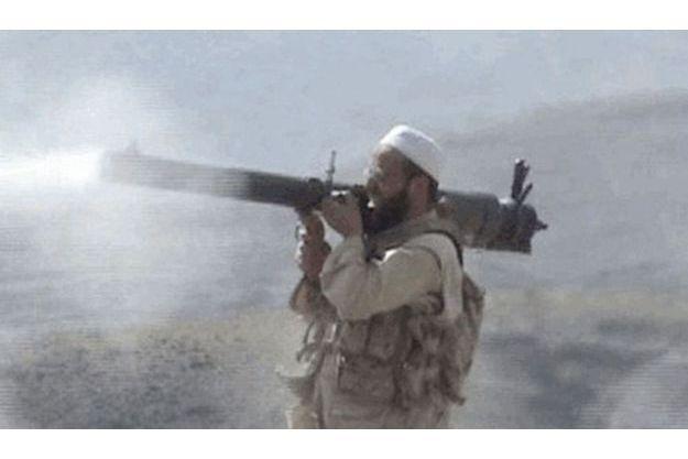 Moez Garsallaoui, début 2008, dans une zone  tribale du Pakistan.  Son bazooka est une arme pour attirer  les recrues