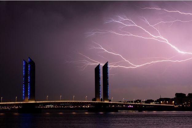 Un orage à Bordeaux. Image d'illustration.