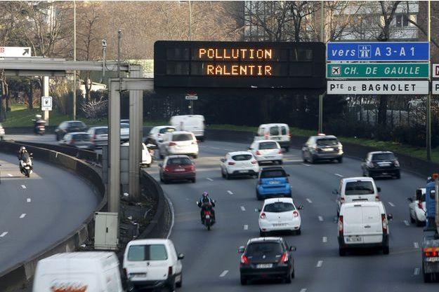 La vitesse maximale autorisée sera abaissée à Paris et en Île-de-France à cause d'un pic de pollution.