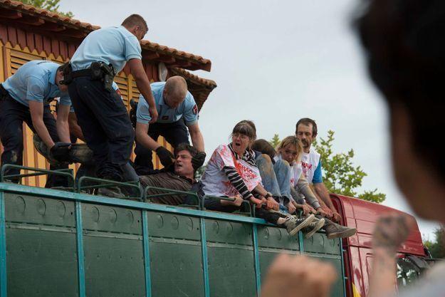 Une manifestation anti-corrida a dégénéré samedi dans les Landes.