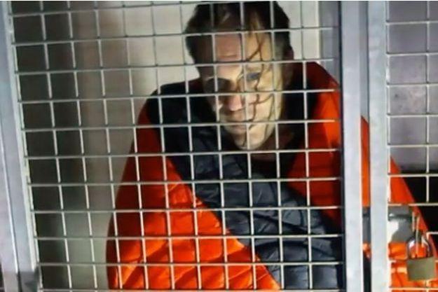 Rémi Gaillard a quitté la cage dans laquelle il était enfermé depuis quatre jours.