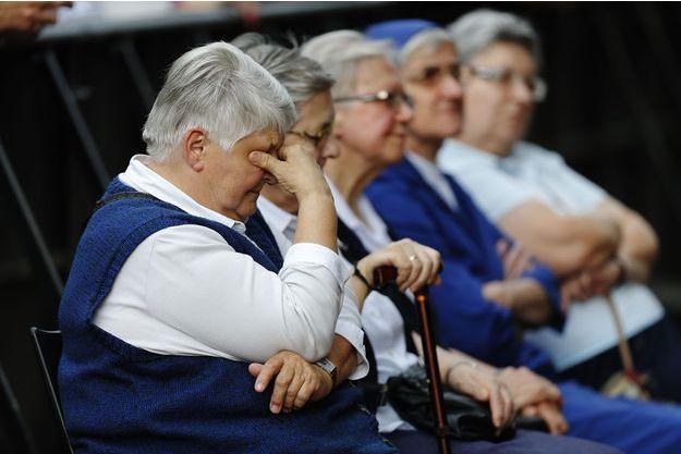 Soeur Danielle durant une cérémonie hommage au père Jacques Hamel.