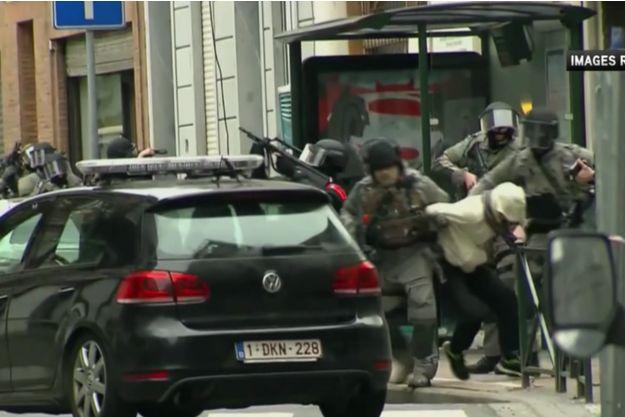 Une image de l'arrestation supposée de Salah Abdeslam