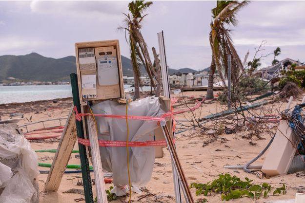 Tous les dimanches, des bénévoles choisissent une plage et la nettoient. Ces endroits n'ont pas été nettoyés depuis l'ouragan et de nombreux déchets et débris s'y trouvent toujours.