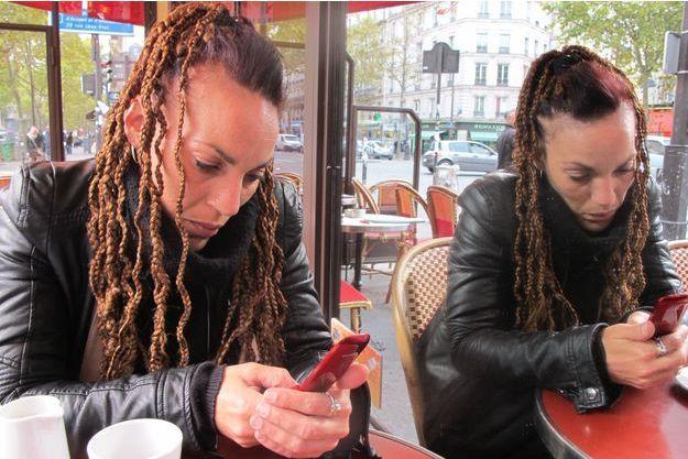 Le téléphone est aujourd'hui le seul moyen que Karine a de communiquer avec son fils, Thibaud*, âgé de six ans.
