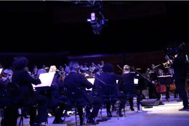 """L'enregistrement de la chanson """"Un automne à Paris"""" a eu lieu à la Maison de la Radio."""