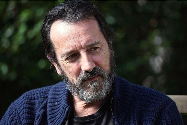 """Jean-Hugues Anglade version crapule pour """"Je suis un soldat""""."""