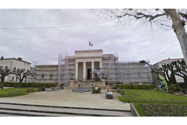 La Cour d'assises de Saintes (Charente-Maritime), quand elle était en travaux.
