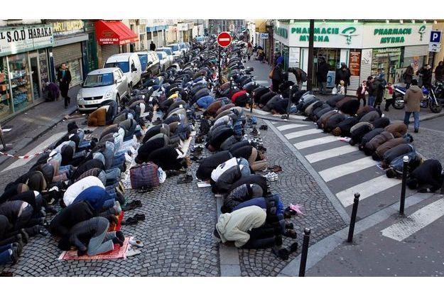 Prière de rue dans le XVIIIème arrondissement.