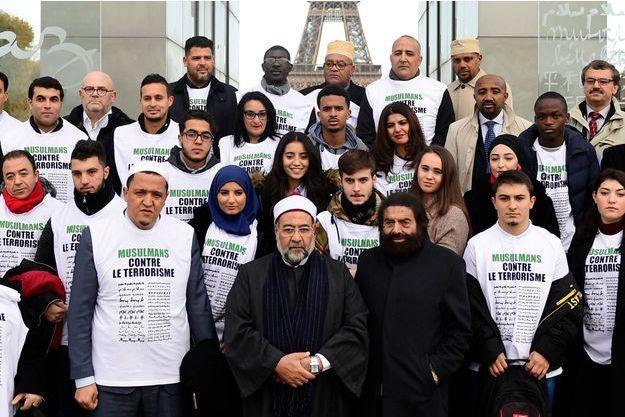La marche a débuté devant le Mur pour la Paix, à Paris.